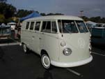 Clean Kombi bus with pop-out windows